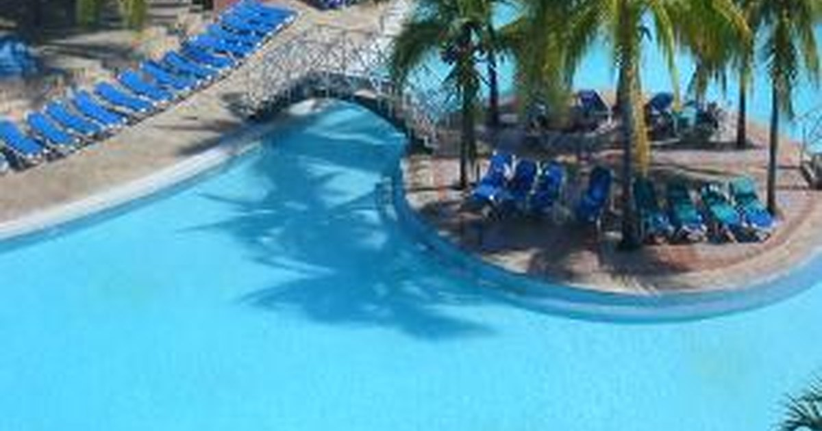 C mo deshacerse del agua verde de la piscina ehow en espa ol for Aclarar agua piscina verde