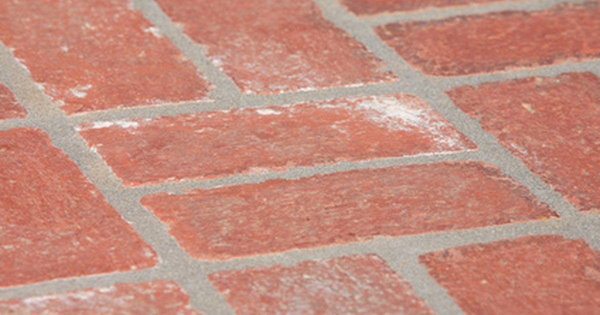 Cleaning solutions for brick patios ehow uk for Patio cleaning solution