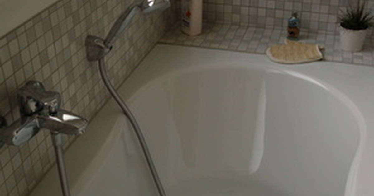 Problems with acrylic bathtub liners ehow uk for Acrylic bathtub liners cost