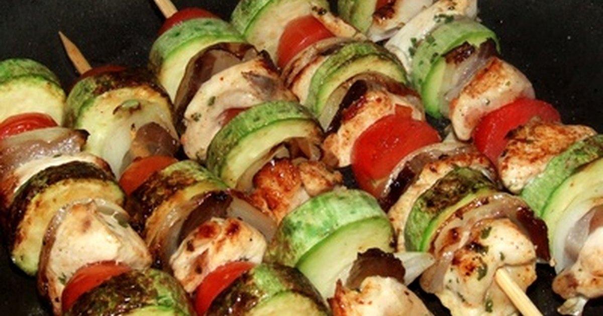 Ideas de comida para celebrar el cumplea os de un ni o ehow en espa ol - Comidas para cumpleanos en casa ...