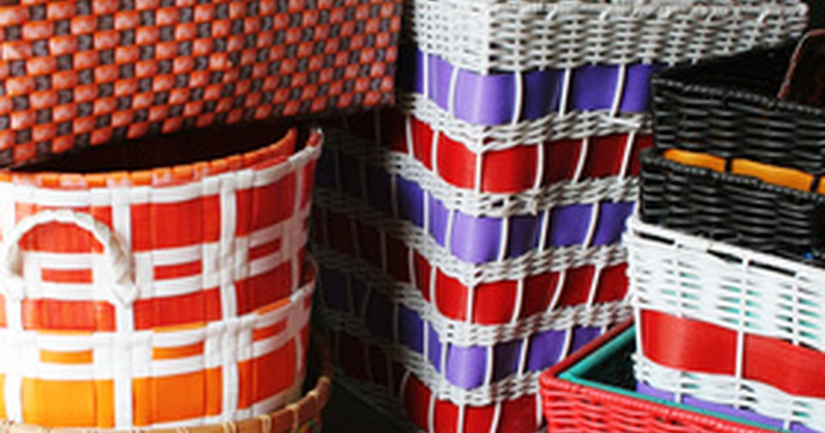 How To Weave A Basket Using Construction Paper : How to make small woven paper baskets ehow uk