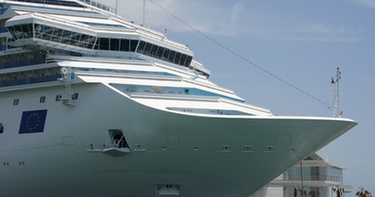 The Average Salary Of A Waiter On A Cruise Ship | EHow UK