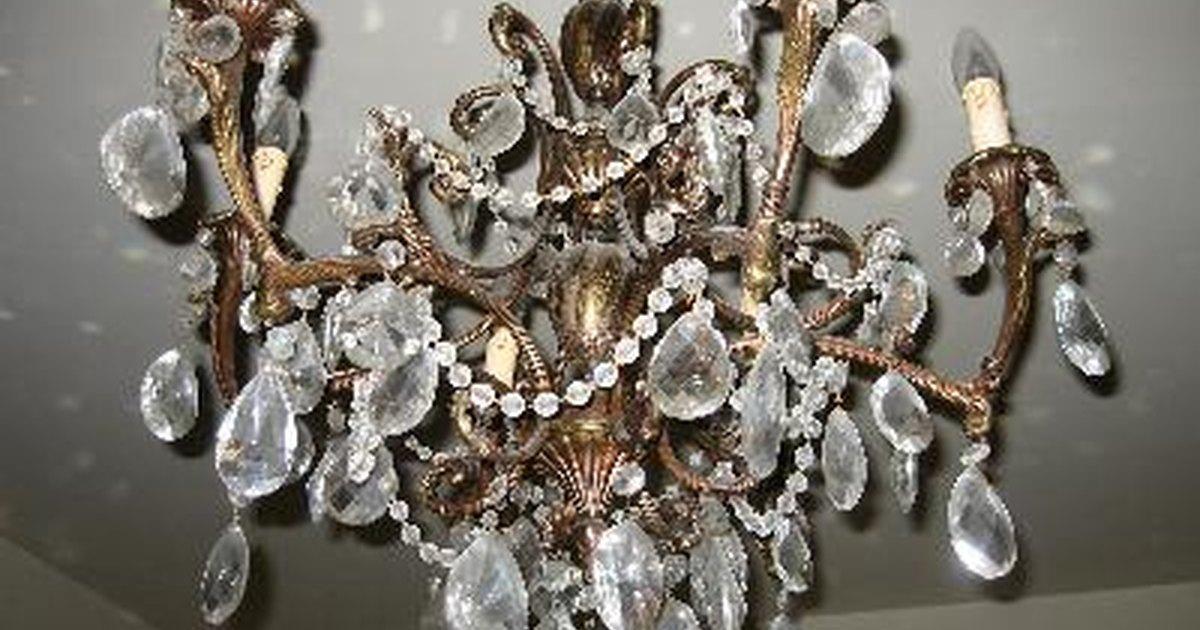 C mo limpiar una ara a de cristal ehow en espa ol - Limpiar lamparas de cristal ...