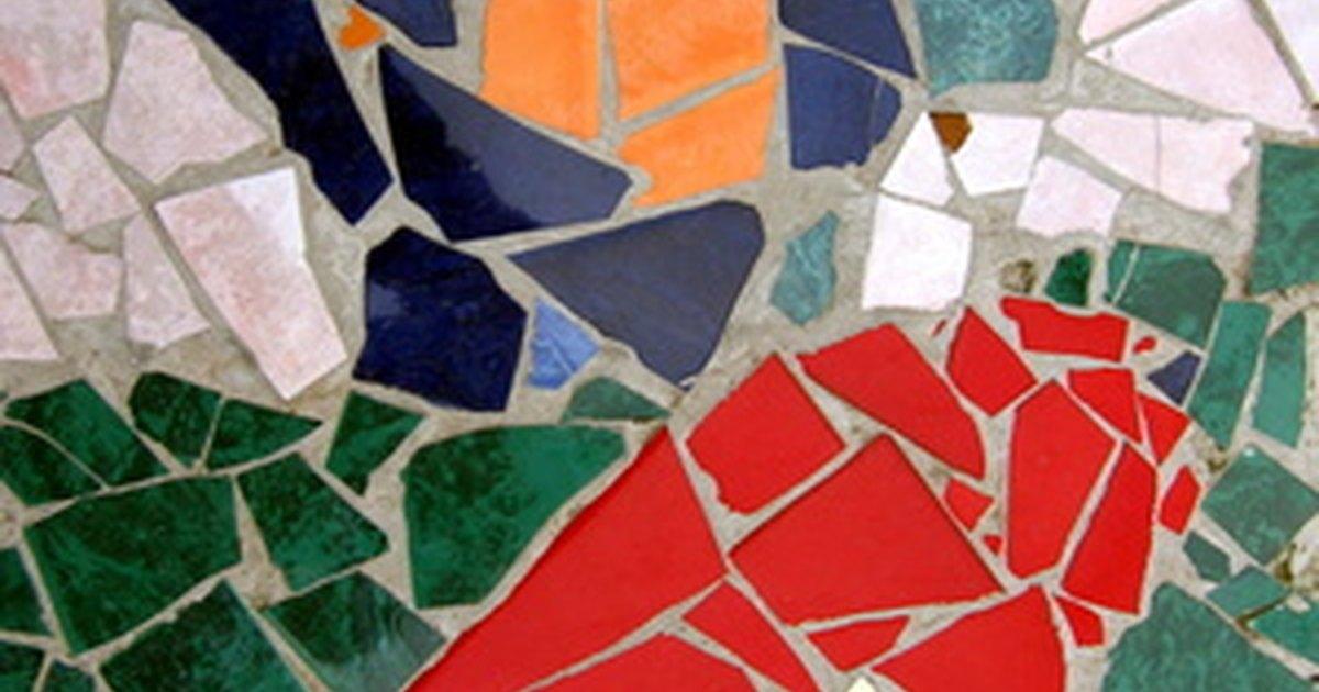 C mo hacer una maceta con azulejos ehow en espa ol for Azulejos rotos decoracion