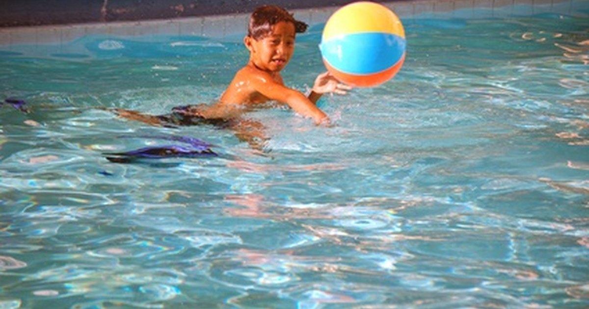 C mo limpiar el fondo de una piscina ehow en espa ol - Como limpiar el fondo de una piscina ...