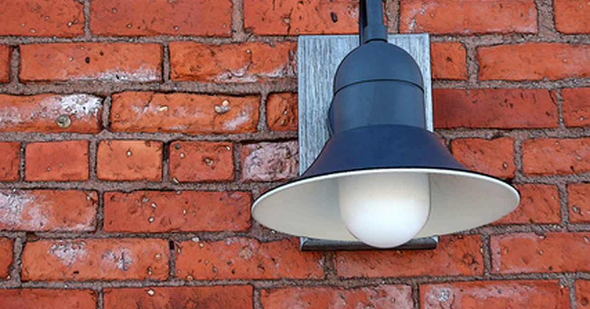 How To Mount Outdoor Entrance Lights Ehow Uk
