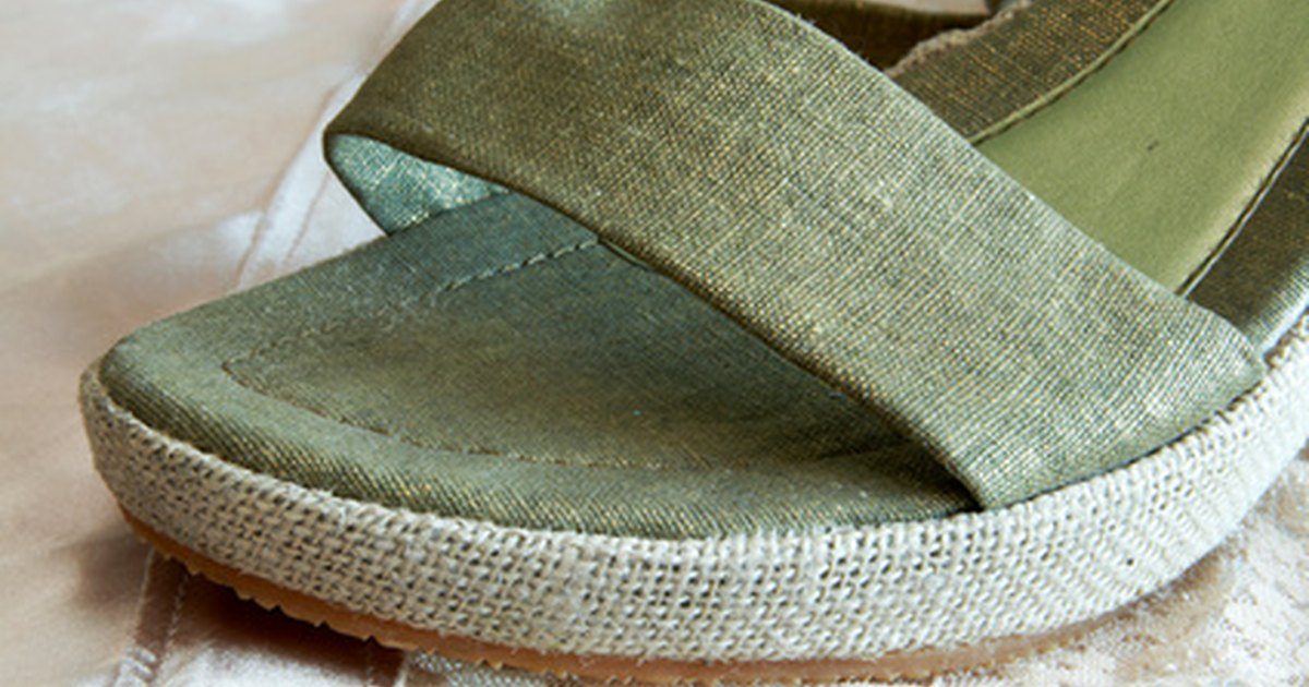 how to clean wet canvas shoes with baking soda