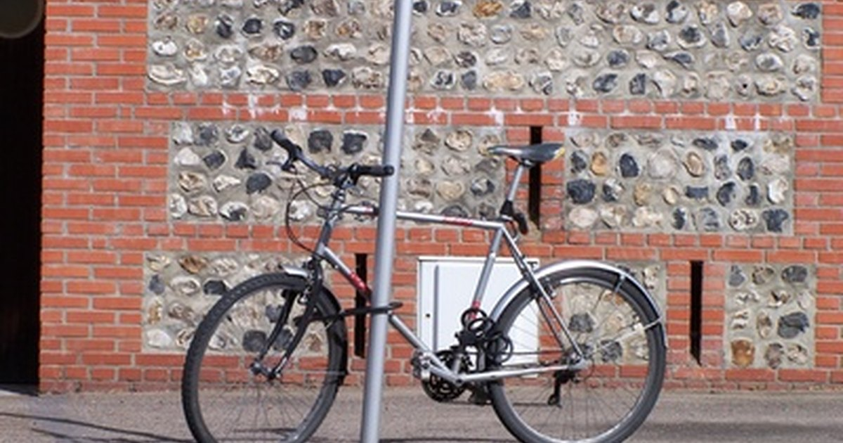 how to attach a dutch bike lock to a bicycle frame ehow uk. Black Bedroom Furniture Sets. Home Design Ideas