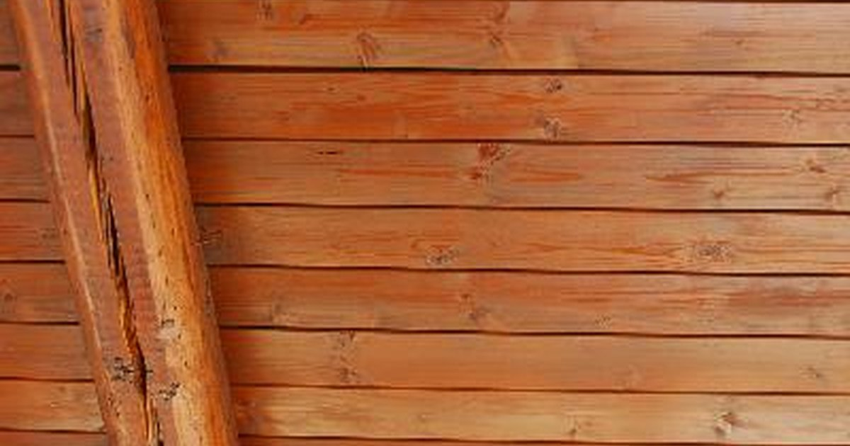 Instala y sella t mismo un techo de madera de pino nudosa ehow en espa ol - Precios de maderas para techos ...