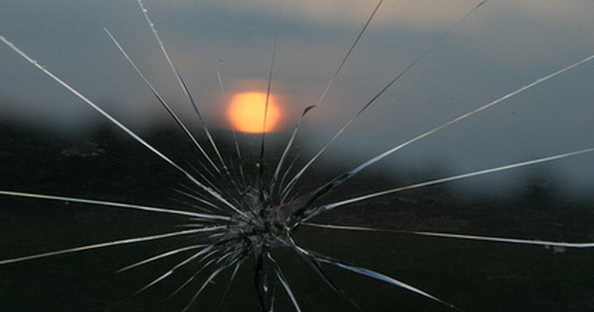 C mo reparar el vidrio astillado de un auto por ti mismo for Como reparar un cristal agrietado