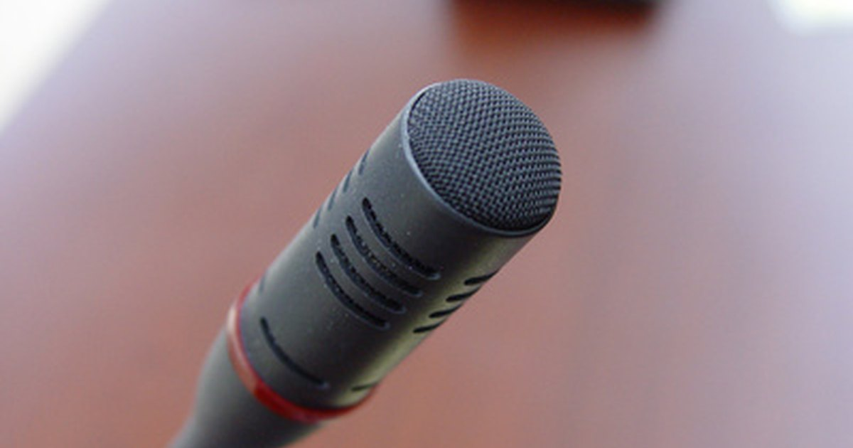 how to connect microphone to laptop