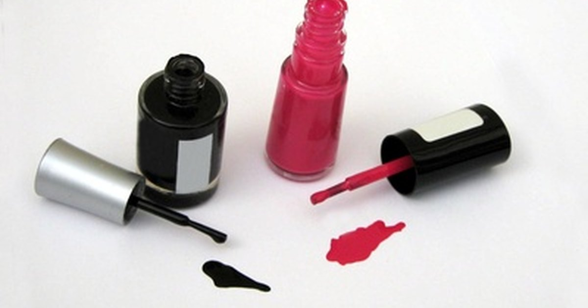 how to get nail polish stains out of carpet ehow uk. Black Bedroom Furniture Sets. Home Design Ideas