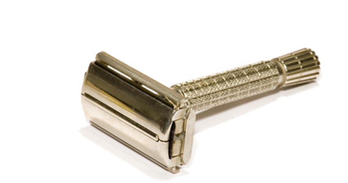how old to buy razor blades uk