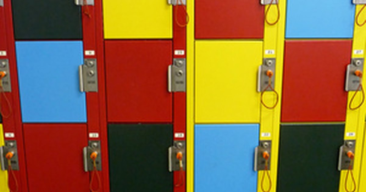 Ways to decorate a school locker ehow uk for Locker decorations you can make at home