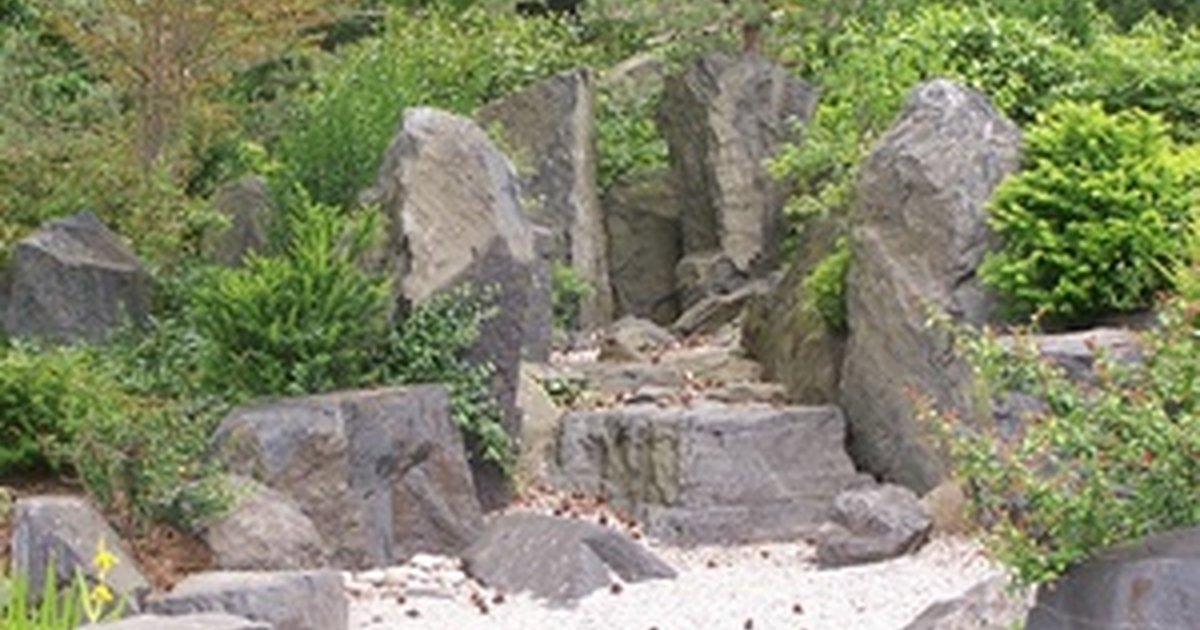 How to make a japanese sand garden with bridges ehow uk for Japanese sand garden