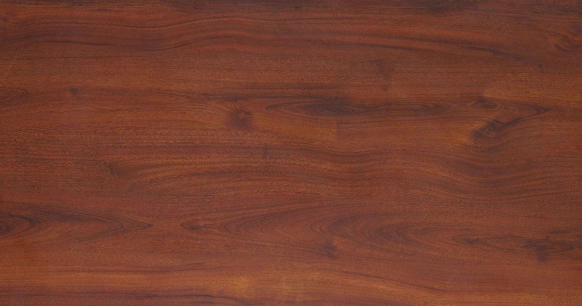 C mo sacar la pintura de aerosol de una mesa ehow en espa ol for Quitar pintura de madera