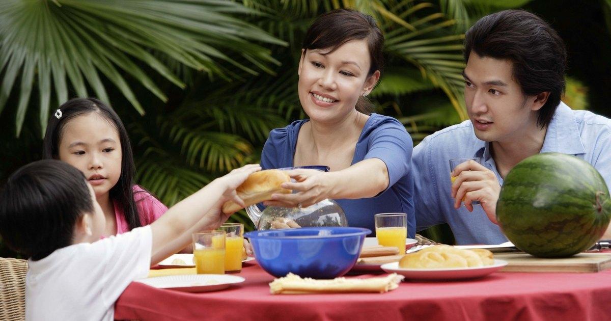 C mo poner la mesa para un almuerzo informal ehow en espa ol for Almuerzo en frances