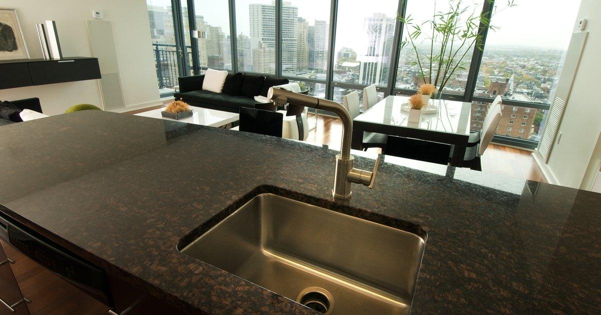 Como instalar um sif o cromado em uma pia de cozinha ehow brasil - Plan de travail en pierre reconstituee ...