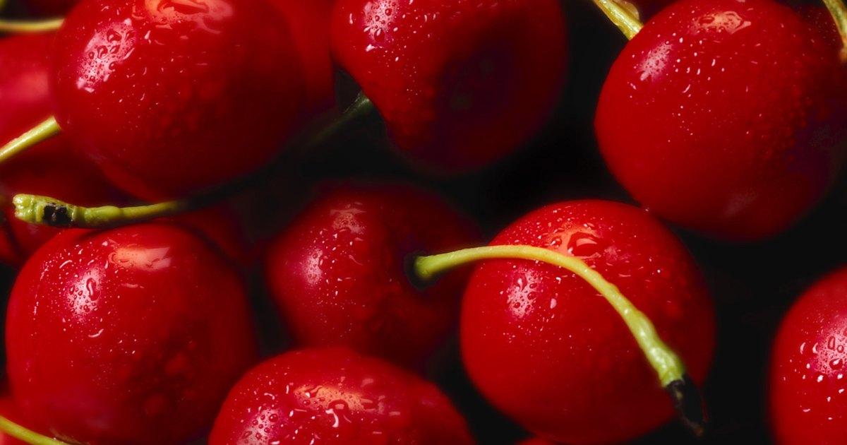 Difference Between Rainier Cherries & Bing Cherries