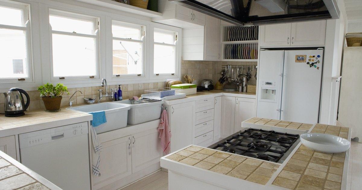 Alquilo y no puedo cambiar las encimeras de mi cocina - Alicatar encima de azulejos ...
