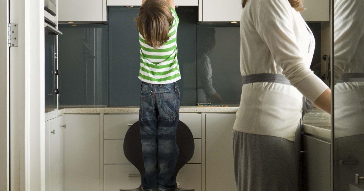 C mo quitar la grasa de un armario de aglomerado ehow en - Como quitar la grasa de la cocina ...
