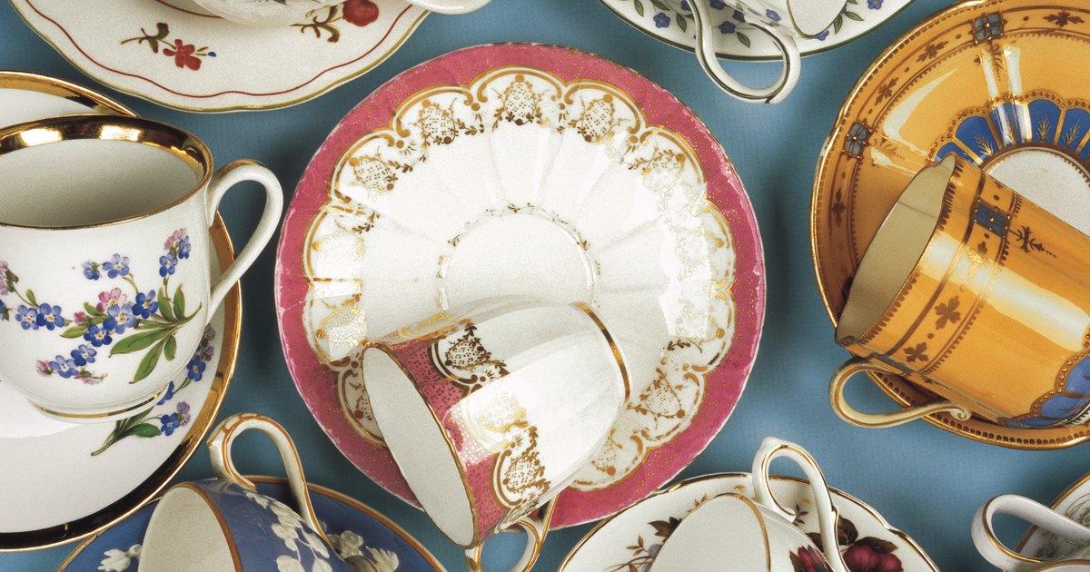 Marcas en plato ovalado de porcelana vintage