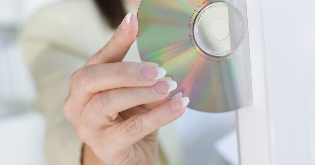 how to use toothpaste to clean a disc