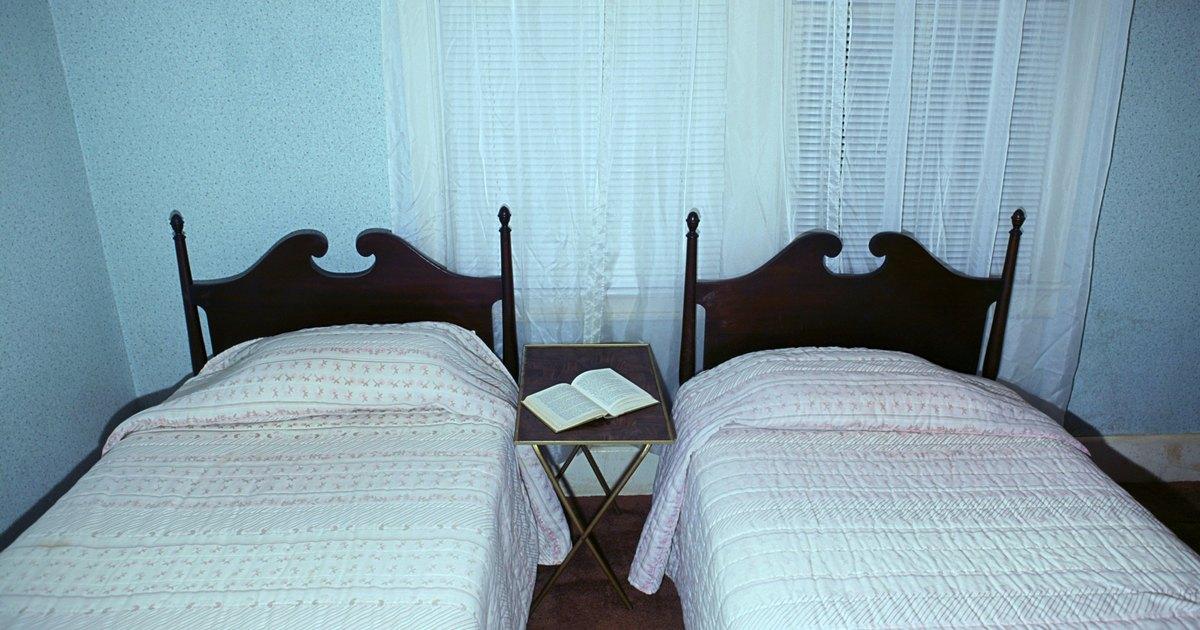 Medidas de las s banas de la cama de una plaza ehow en for Medidas de cama de una plaza