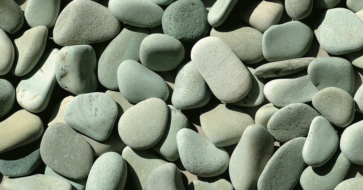 How to drill sea glass and beach pebbles ehow uk for Camino de piedra en el jardin