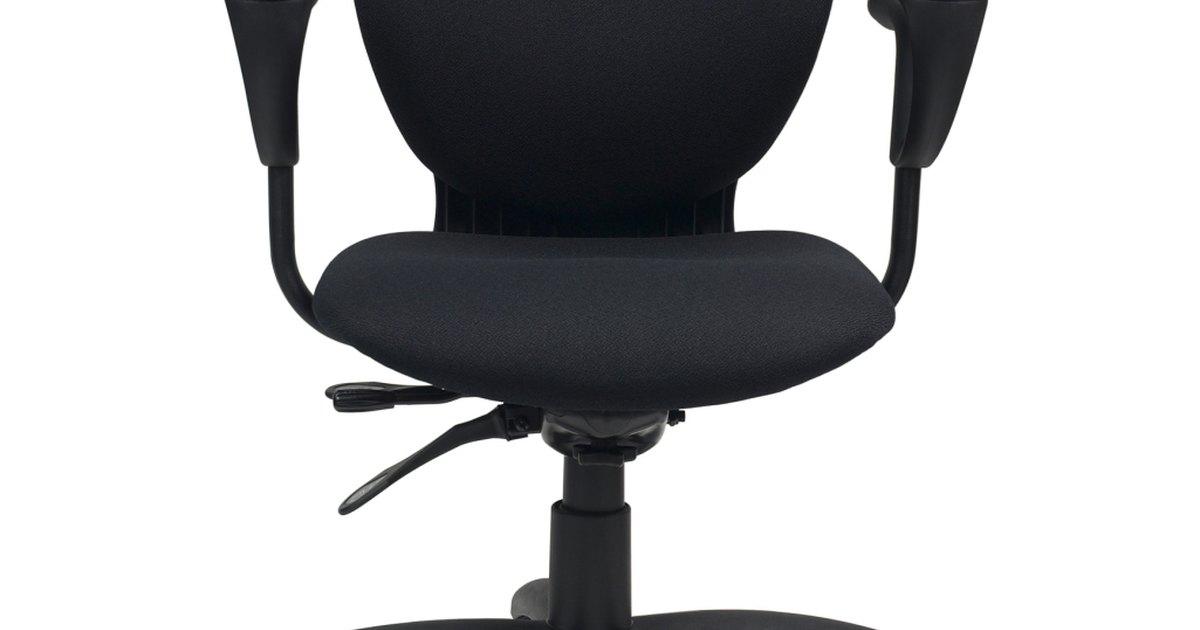 Gu a para silla de escritorio ergon mica ehow en espa ol for Silla escritorio ergonomica