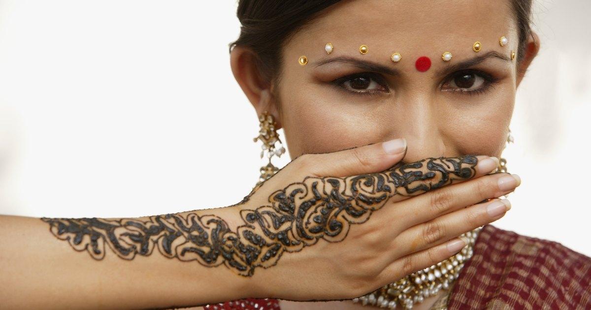 Cómo conservar un tatuaje de henna durante más tiempo | eHow en ...