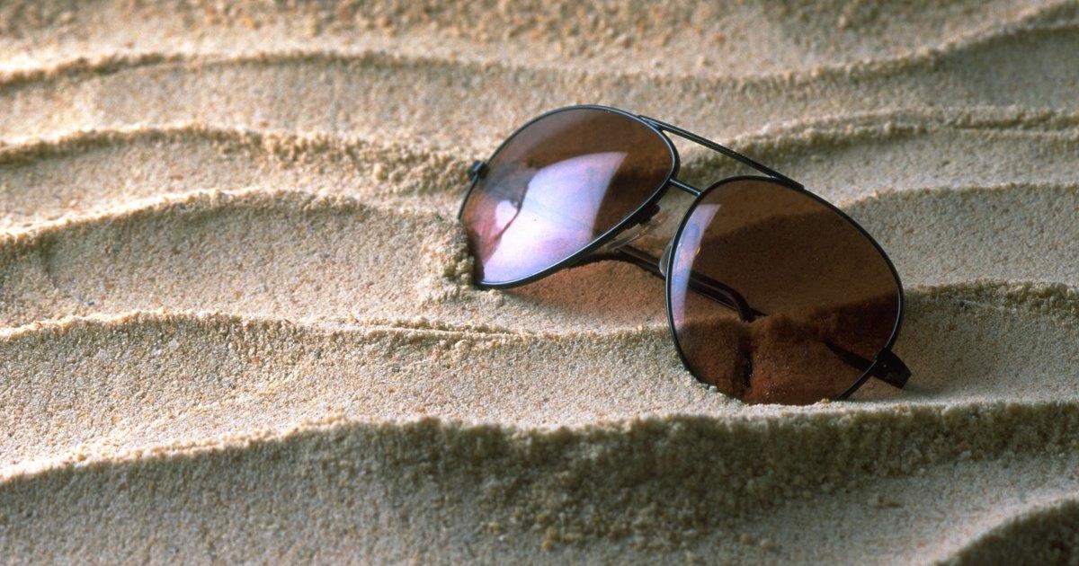 C mo reparar los lentes de gafas ray ban rayados ehow - Reparar cristales rayados ...