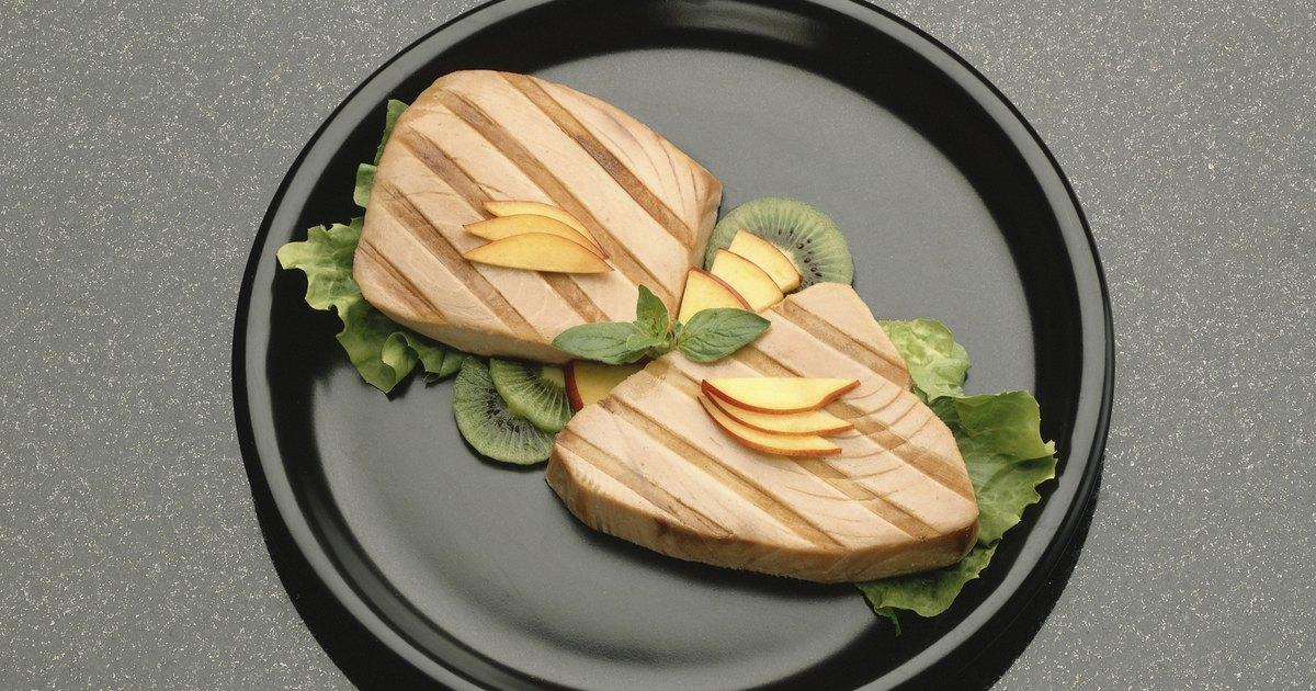 ¿Cuántos carbohidratos tiene el atún enlatado?   eHow en