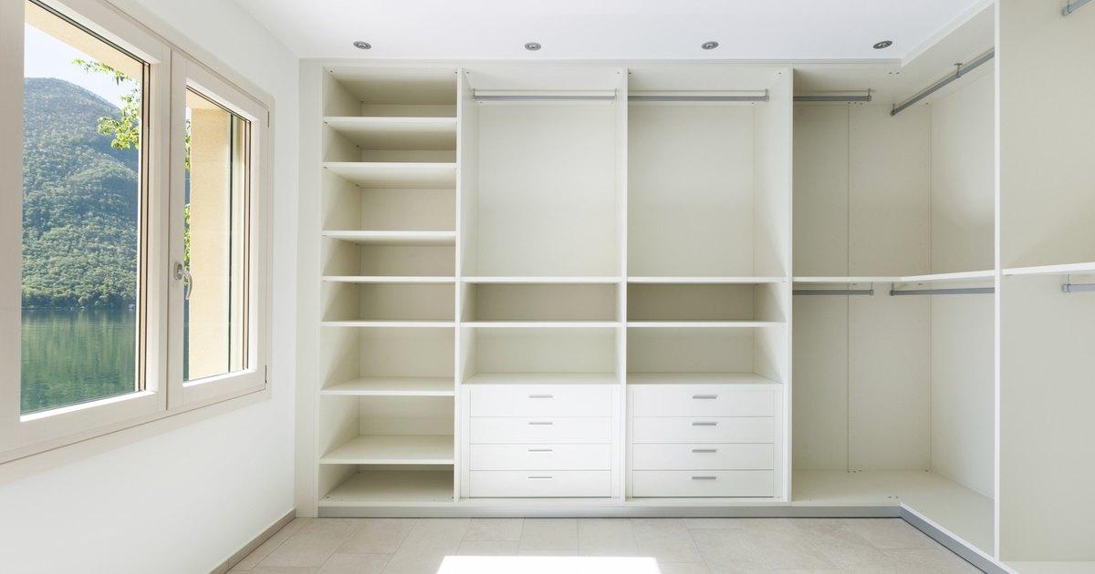 C mo dise ar un armario de dormitorio con home depot ehow en espa ol - Disenar un armario empotrado ...