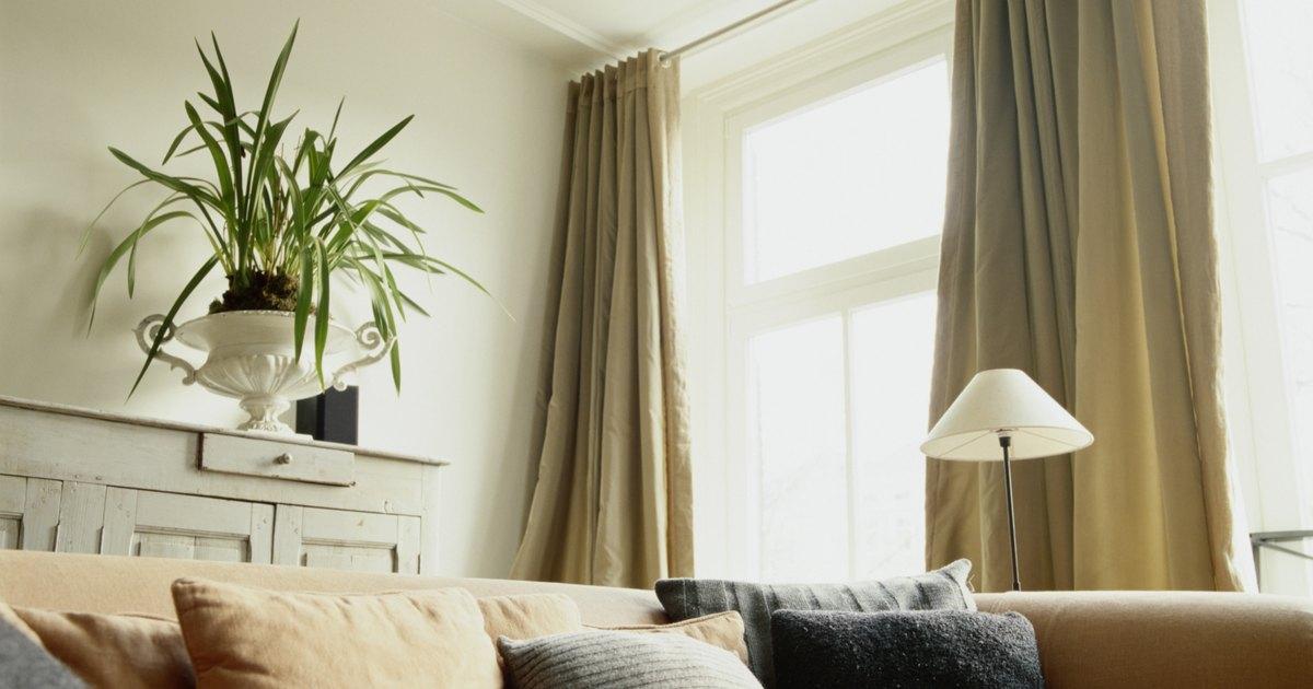 C mo hacer cortinas para la sala de estar ehow en espa ol for Crear una sala de estar rectangular
