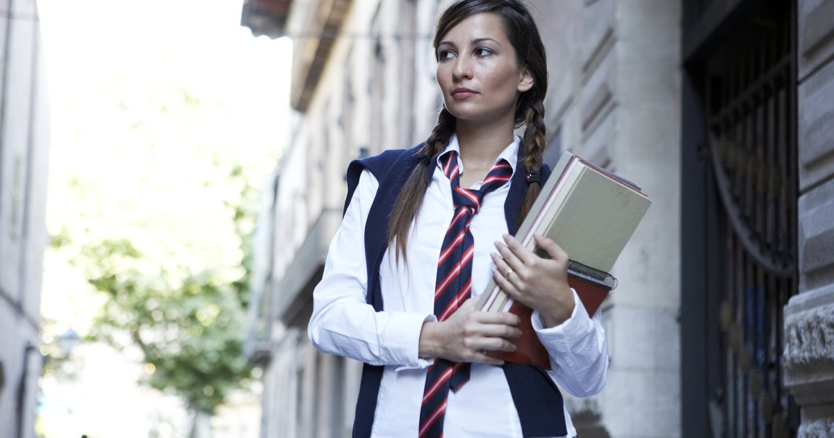 why students wear uniforms Does what students wear to school really make a difference are school uniforms  a false remedy for serious underlying issues in public.