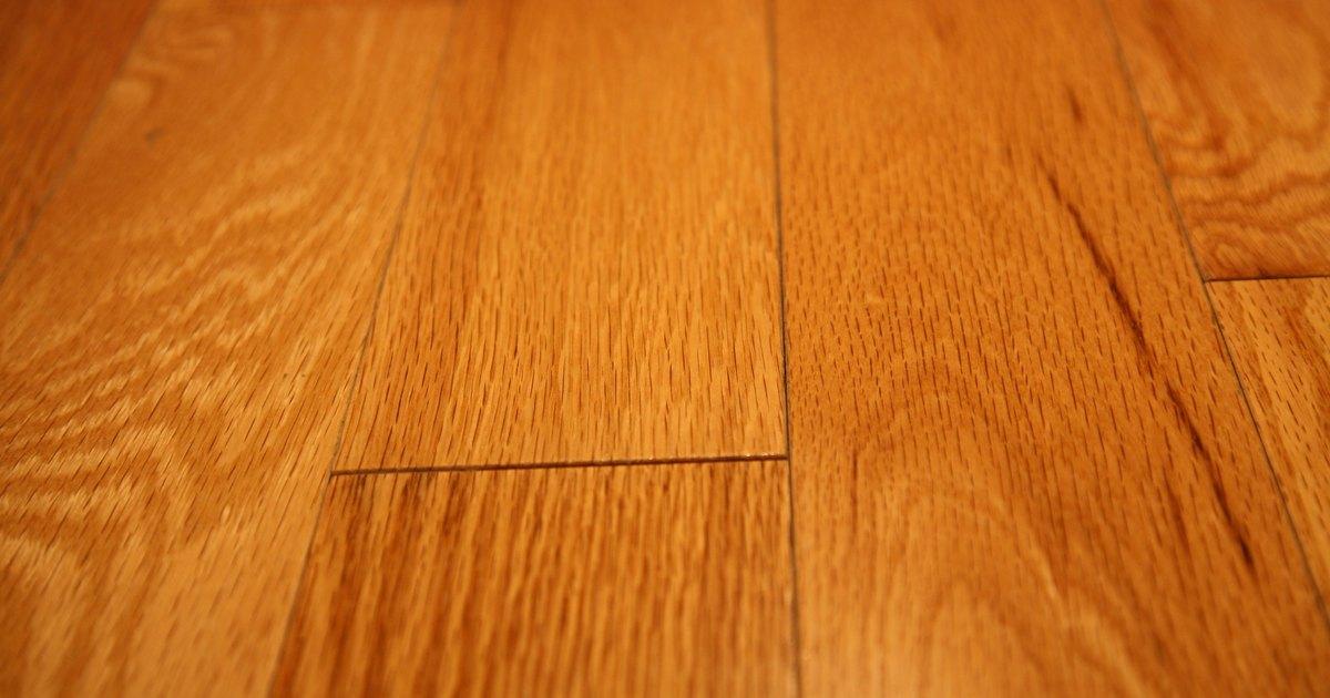 C mo reparar un piso de madera rayado ehow en espa ol - Como reparar piso de parquet rayado ...