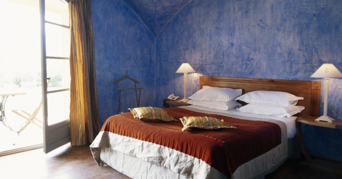 C mo decorar las paredes de un dormitorio principal ehow - Como decorar las paredes de un dormitorio ...