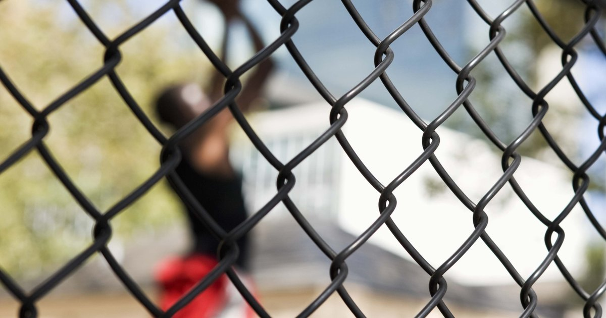 How To Tighten Wire In Mesh Fencing Ehow Uk