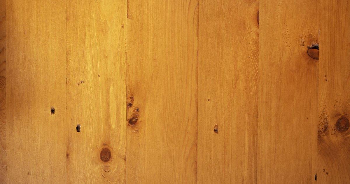 C mo usar una mopa para limpiar una casa ehow en espa ol for Como limpiar puertas de madera muy sucias