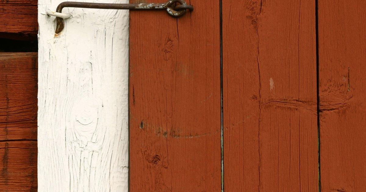 C mo construir una puerta corrediza de madera de tama o - Como barnizar una puerta de madera ...
