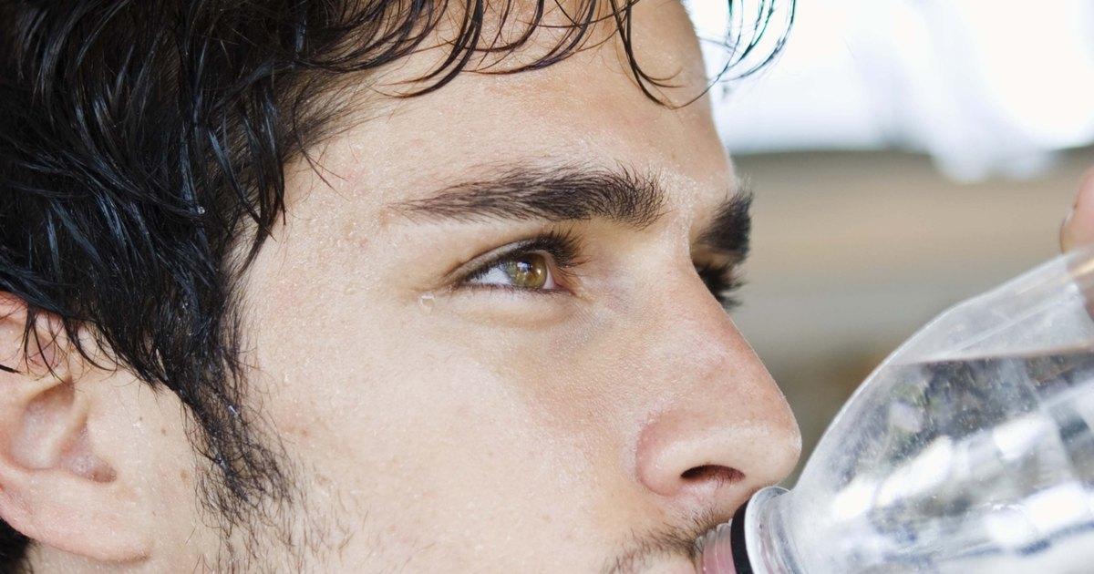 Los hinchazones bajo los ojos de la causa y el tratamiento las revocaciones