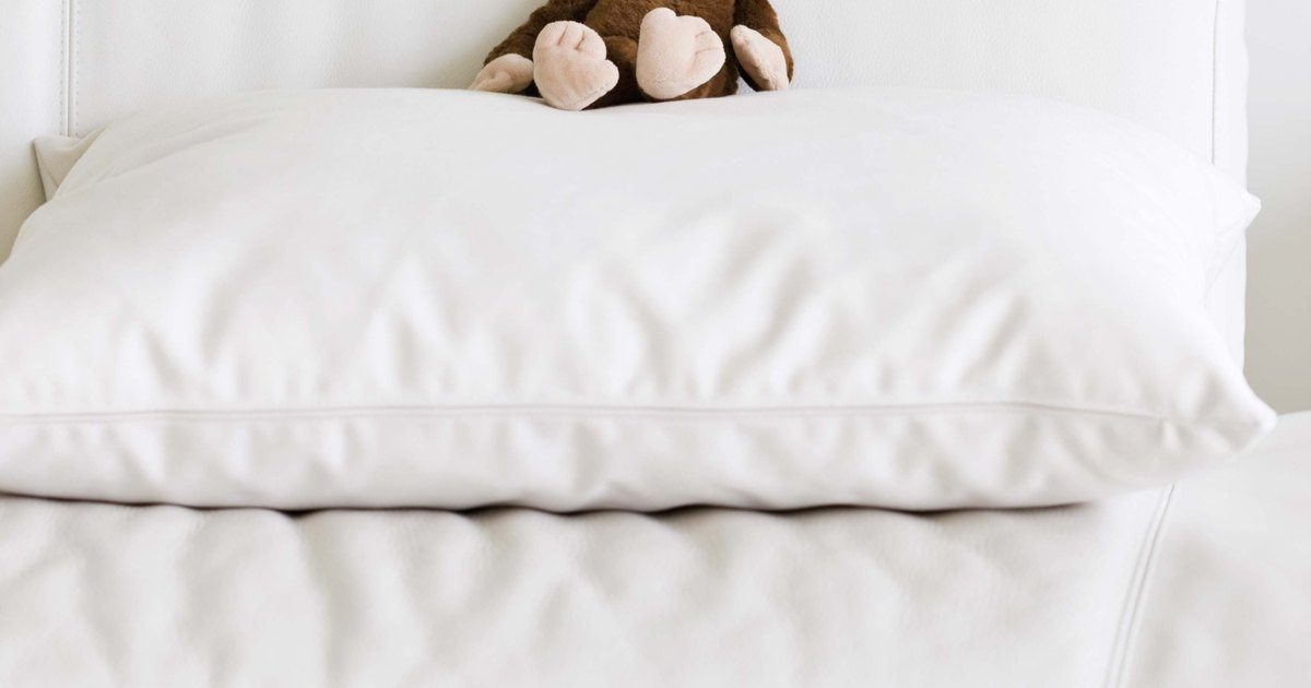measurements of standard pillow cases ehow uk. Black Bedroom Furniture Sets. Home Design Ideas