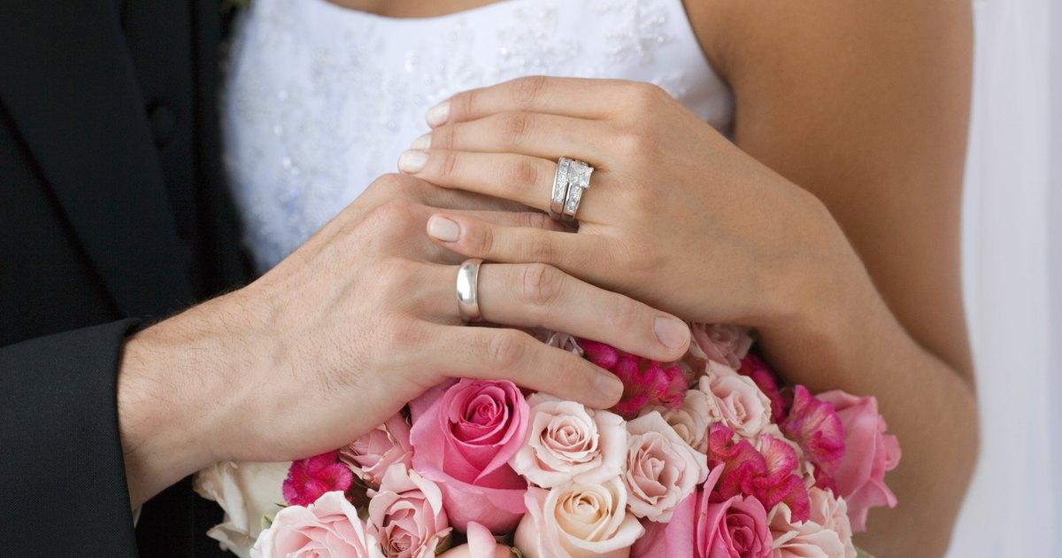Matrimonio O Que é : Cuál se coloca primero el anillo de compromiso o