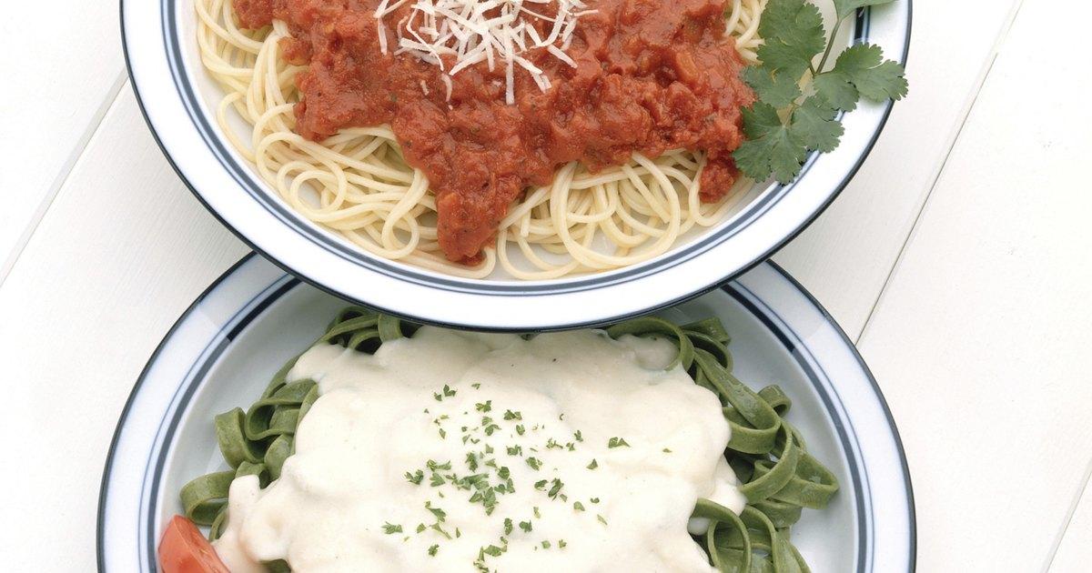 C mo hacer una salsa de tomate marinara desde cero ehow for Hacer salsa marinera