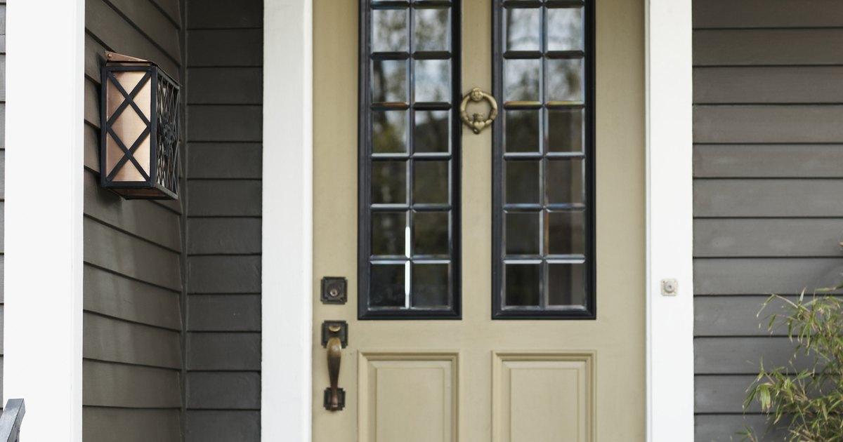 C mo pintar una puerta de acero para que parezca de madera for Como pintar una puerta de madera nueva