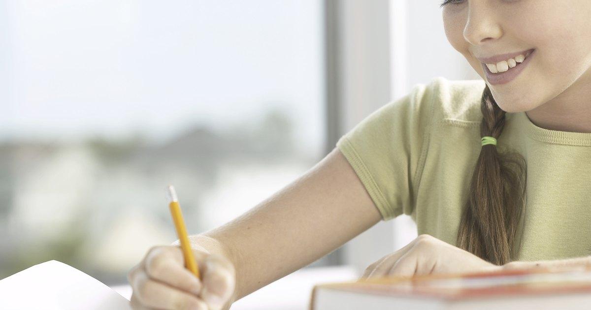 Elementos para escribir un ensayo | eHow en Español