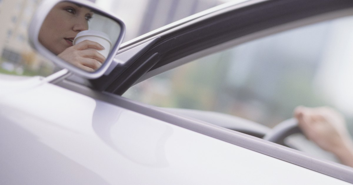 C mo reemplazar los espejos laterales del auto ehow en - Que pasa si se rompe un espejo en casa ...