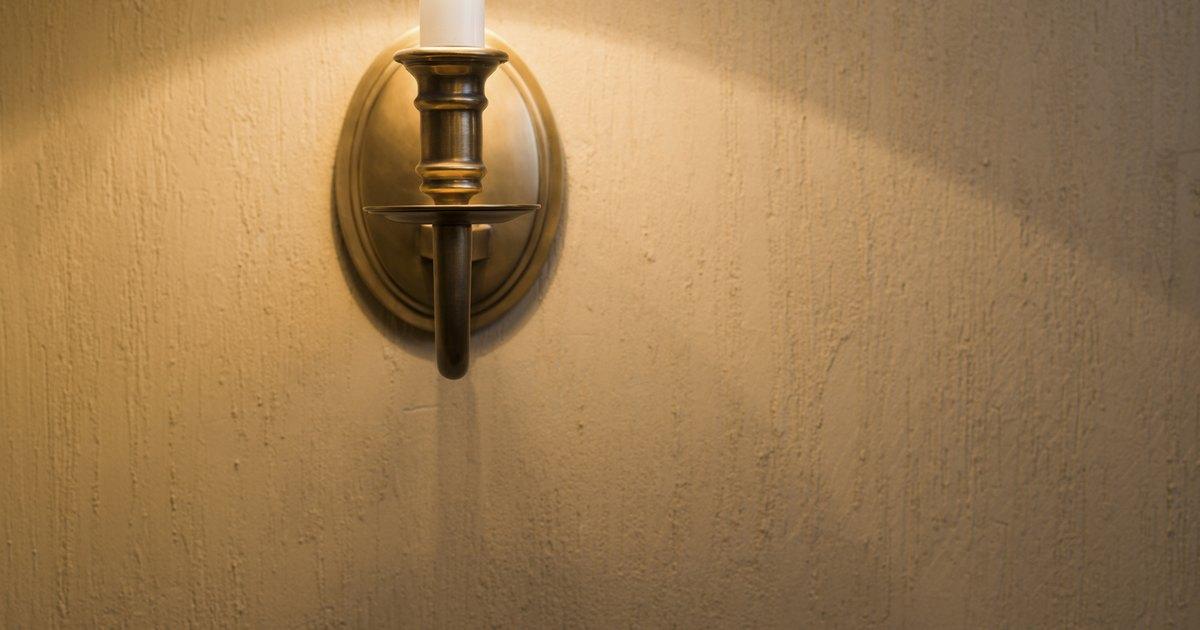 C mo quitar la cera de vela de las paredes pintadas ehow for Quitar cera de muebles envejecidos