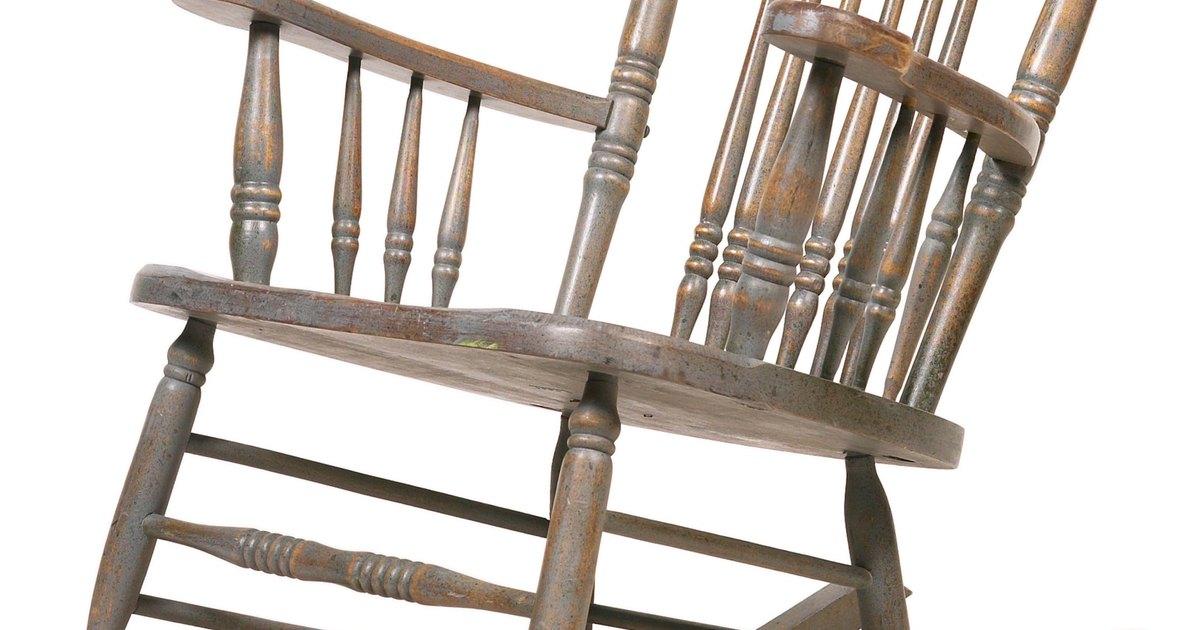C mo pintar sillas mecedoras de madera ehow en espa ol - Pintar sillas de madera ...
